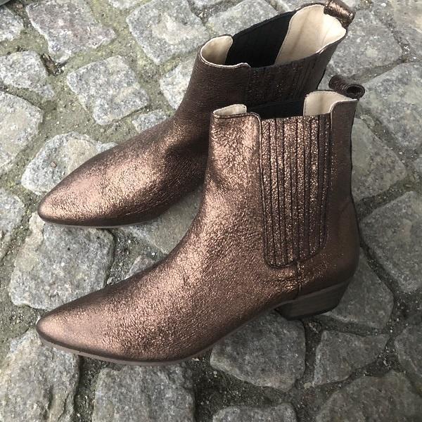 IVYLEE - bailey - POINTY ANKLE BOOT - Cracked Metallic - Bronze